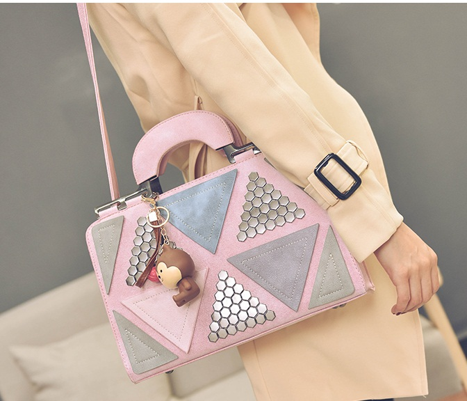 B2505 IDR.188.000 MATERIAL PU SIZE L31XH21XW11CM WEIGHT 850GR COLOR PINK