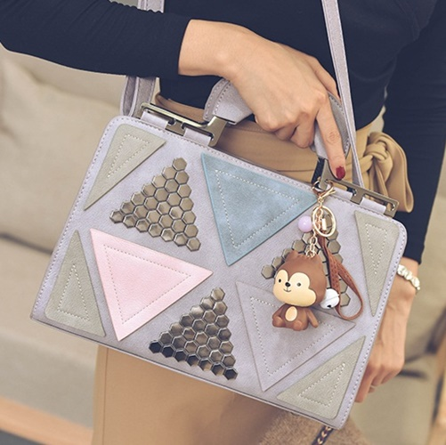 B2505 IDR.188.000 MATERIAL PU SIZE L31XH21XW11CM WEIGHT 850GR COLOR PURPLE