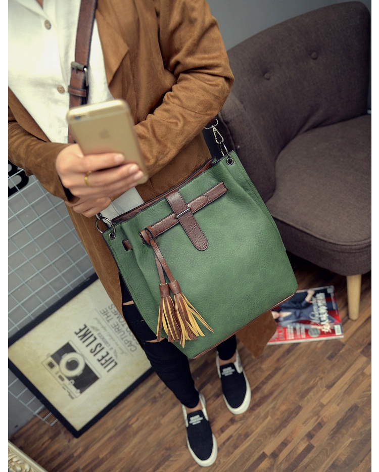 B27005 IDR.163.000 MATERIAL PU SIZE L30XH33XW13CM WEIGHT 750GR COLOR GREEN