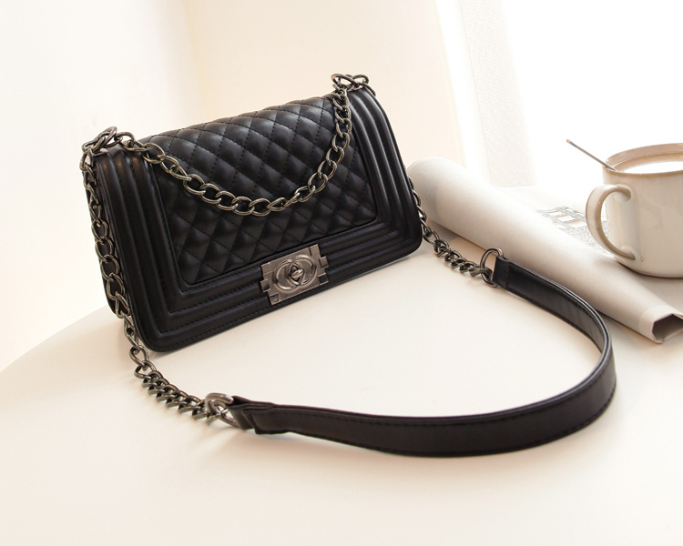 B2707 IDR.165.000 MATERIAL PU SIZE L26XH16XW12CM WEIGHT 650GR COLOR BLACK
