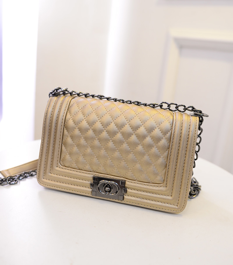 B2707 IDR.165.000 MATERIAL PU SIZE L26XH16XW12CM WEIGHT 650GR COLOR GOLD