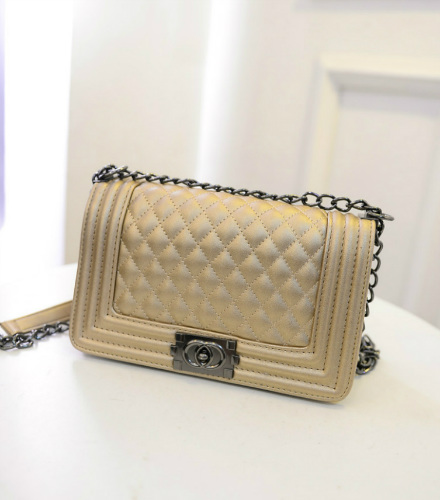B27070 IDR.165.000 MATERIAL PU SIZE L26XH16XW12CM WEIGHT 650GR COLOR GOLD
