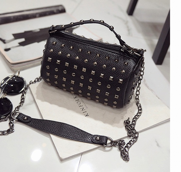 B27139 IDR.145.000 MATERIAL PU SIZE L21XH11XW11CM WEIGHT 500GR COLOR BLACK