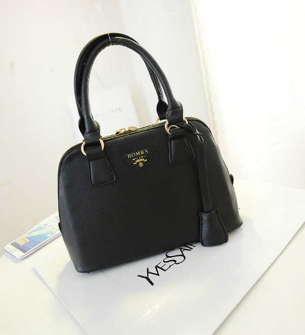 B2744 IDR.152.000 MATERIAL PU SIZE L23XH18XW8CM WEIGHT 600GR COLOR BLACK