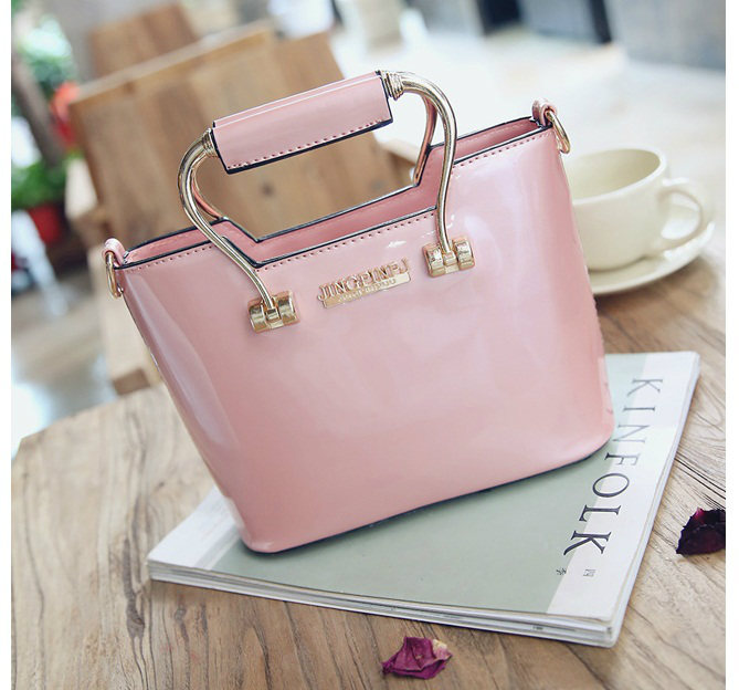 B27624 IDR.170.000 MATERIAL PU SIZE L22XH15XW9CM WEIGHT 600GR COLOR PINK