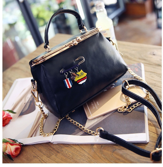 B27625 IDR.172.000 MATERIAL PU SIZE L21XH10XW5CM WEIGHT 600GR COLOR BLACK