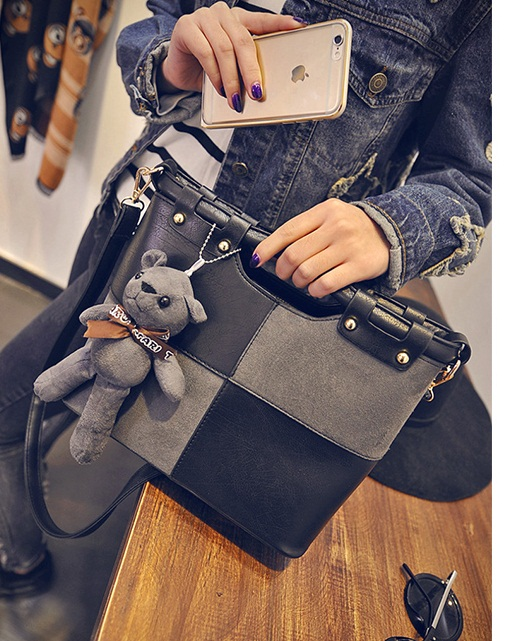 B27913 IDR.187.000 MATERIAL PU SIZE L27XH23XW10CM WEIGHT 800GR COLOR BLACK