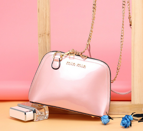 B28081 IDR.145.000 MATERIAL PU SIZE L20XH15XW8CM WEIGHT 550GR COLOR PINK
