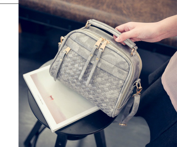 B28209 IDR.170.000 MATERIAL PU SIZE L22XH18XW7CM WEIGHT 600GR COLOR GRAY