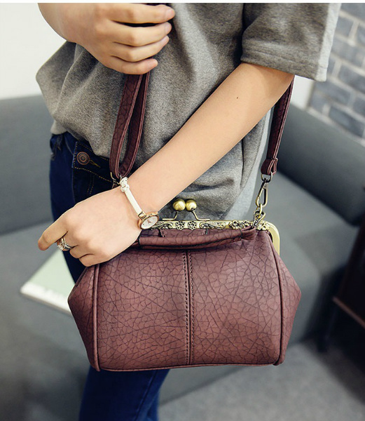 B28312 IDR.155.000 MATERIAL PU SIZE L23XH20XW12CM WEIGHT 550GR COLOR WINE