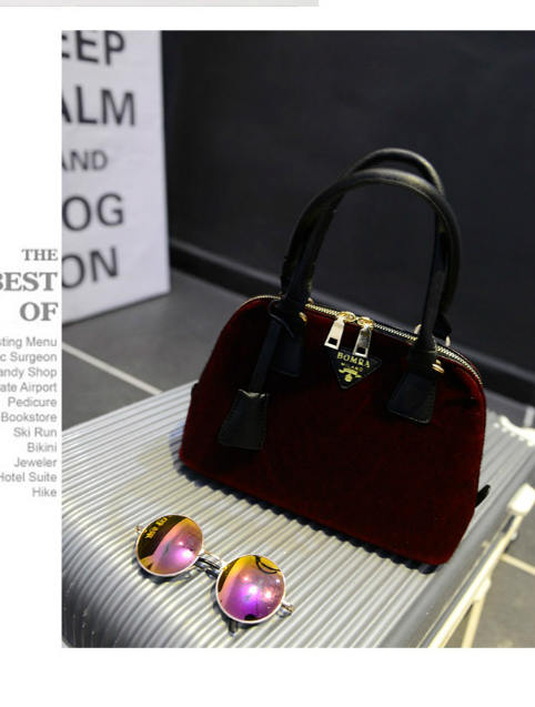 B293 IDR.176.000 MATERIAL VELVET SIZE L27XH18XW11CM WEIGHT 650GR COLOR RED.jpg