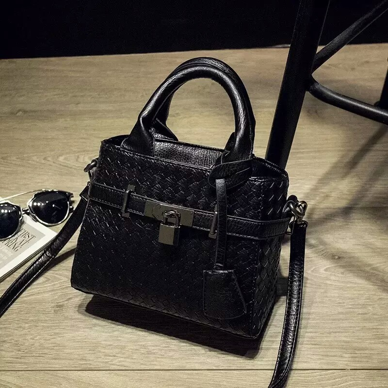 B3021 IDR.175.000 MATERIAL PU SIZE 20XH17XW10CM WEIGHT 550GR COLOR BLACK