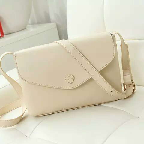 B3029 IDR.130.000 MATERIAL PU SIZE L22XH16XW6CM WEIGHT 400GR COLOR BEIGE