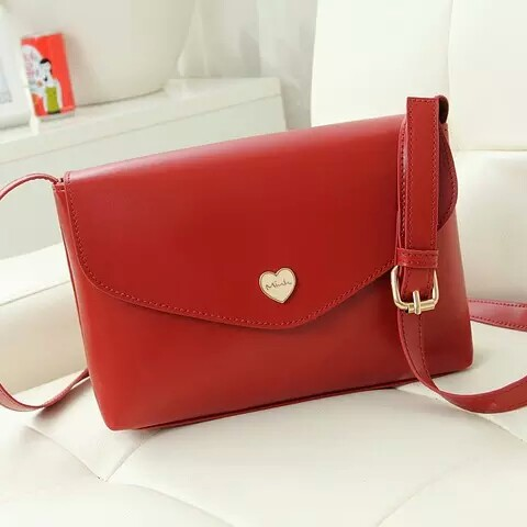 B3029 IDR.135.000 MATERIAL PU SIZE L22XH16XW6CM WEIGHT 400GR COLOR RED