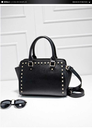 B3062 IDR.182.000 MATERIAL PU SIZE L28XH20XW14CM WEIGHT 800GR COLOR BLACK