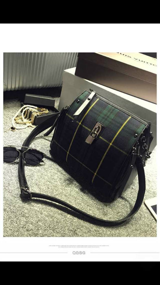 B3088 IDR.198.000 MATERIAL CANVAS SIZE L25XH26XW15CM WEIGHT 700GR COLOR GREEN.jpg