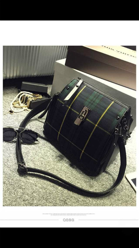 B3088 IDR.198.000 MATERIAL CANVAS SIZE L25XH26XW15CM WEIGHT 700GR COLOR GREEN