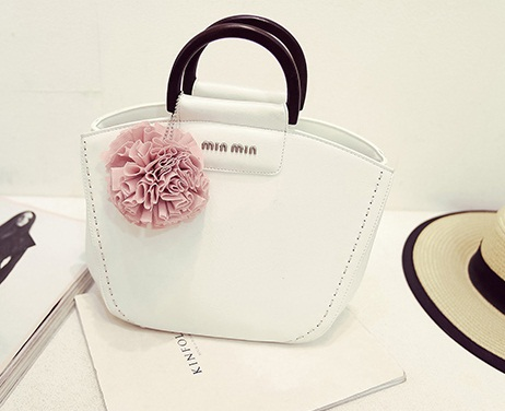B328 IDR.192.000 MATERIAL PU SIZE L22-30XH20XW14CM WEIGHT 750GR COLOR WHITEB328 IDR.192.000 MATERIAL PU SIZE L22-30XH20XW14CM WEIGHT 750GR COLOR WHITE