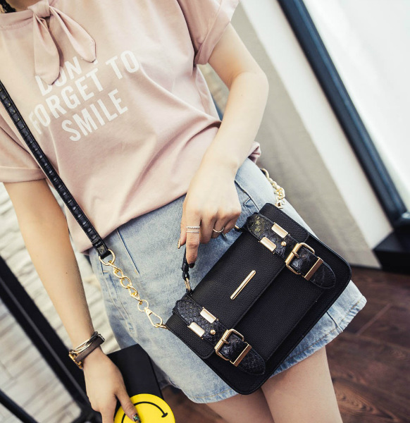 B3320 IDR.172.000 MATERIAL PU SIZE L23XH15XW6CM WEIGHT 650GR COLOR BLACK