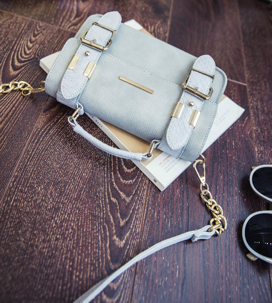 B3320 IDR.172.000 MATERIAL PU SIZE L23XH15XW6CM WEIGHT 650GR COLOR GRAY