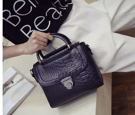 B337 IDR.167.000 MATERIAL PU SIZE L21XH18XW8CM WEIGHT 600GR COLOR BLACK