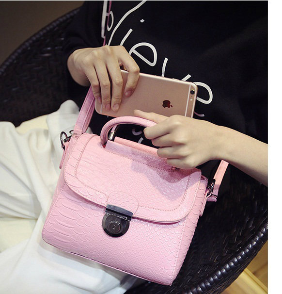 B337 IDR.167.000 MATERIAL PU SIZE L21XH18XW8CM WEIGHT 600GR COLOR PINK