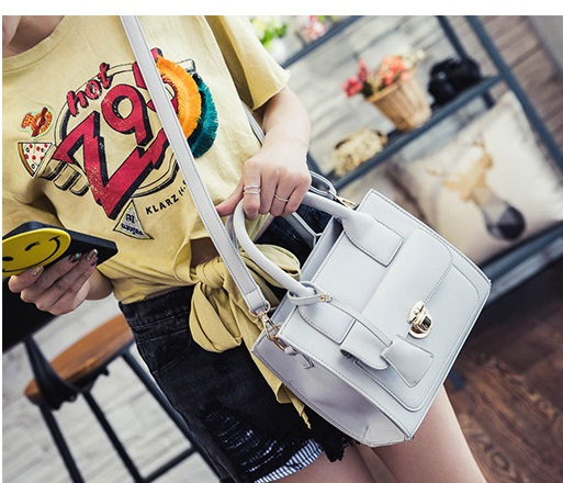 B3436 IDR.172.000 MATERIAL PU SIZE L23XH20XW10CM WEIGHT 650GR COLOR GRAY