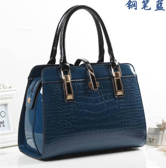 B3560 IDR.214.000 MATERIAL PU SIZE L33XH25XW15CM WEIGHT 900GR COLOR BLUE