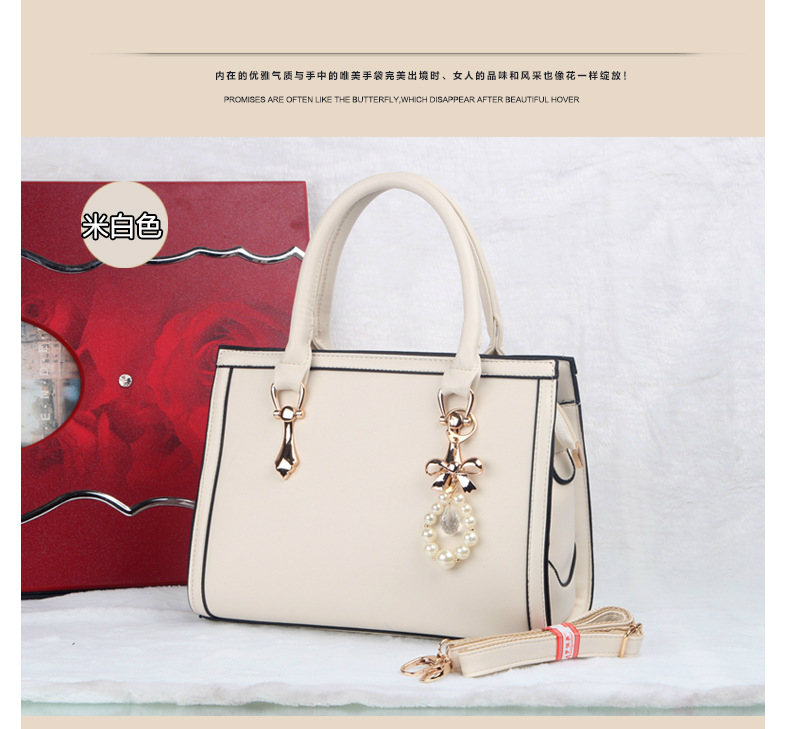 B373 IDR.215.000 MATERIAL PU SIZE L30XH22XW10CM WEIGHT 980GR COLOR BEIGE