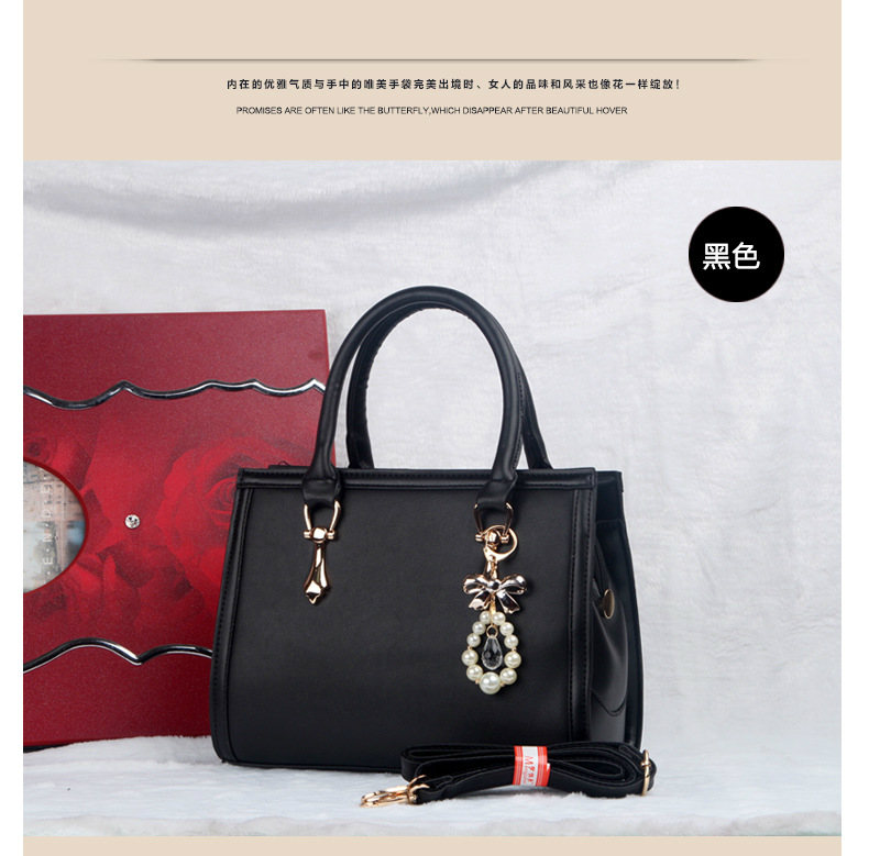 B373 IDR.215.000 MATERIAL PU SIZE L30XH22XW10CM WEIGHT 980GR COLOR BLACK