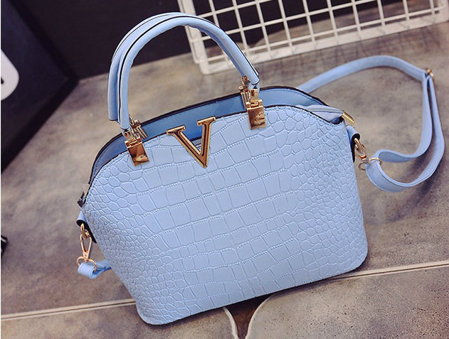 B437 IDR.159.000 MATERIAL PU SIZE L27XH22XW11CM WEIGHT 600GR COLOR BLUE