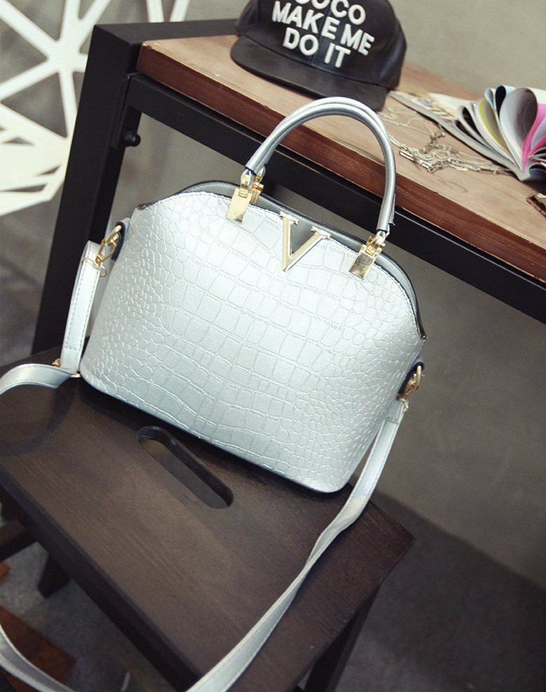 B437 IDR.159.000 MATERIAL PU SIZE L27XH22XW11CM WEIGHT 600GR COLOR SILVER