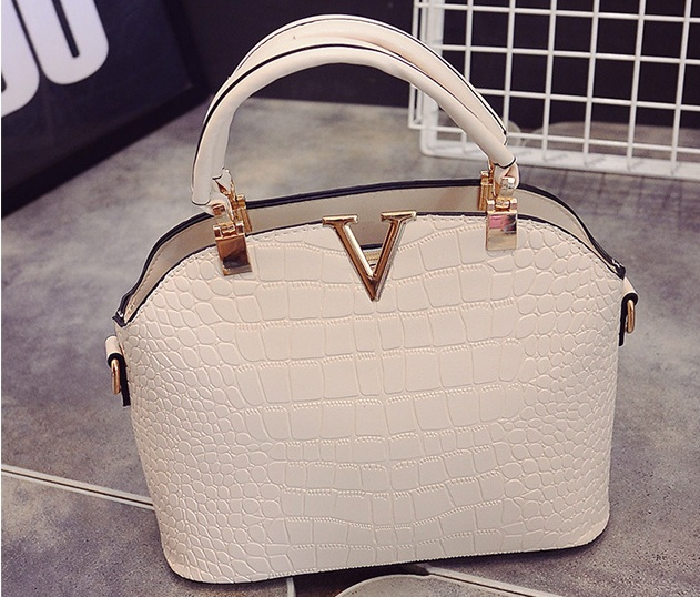 B437 IDR.159.000 TAS FASHION MATERIAL PU SIZE L27XH22XW11CM WEIGHT 600GR COLOR BEIGE
