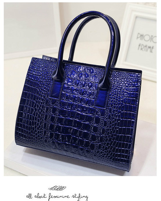 B440 IDR.186.000 MATERIAL PU SIZE L27XH22XW12CM WEIGHT 700GR COLOR BLUE