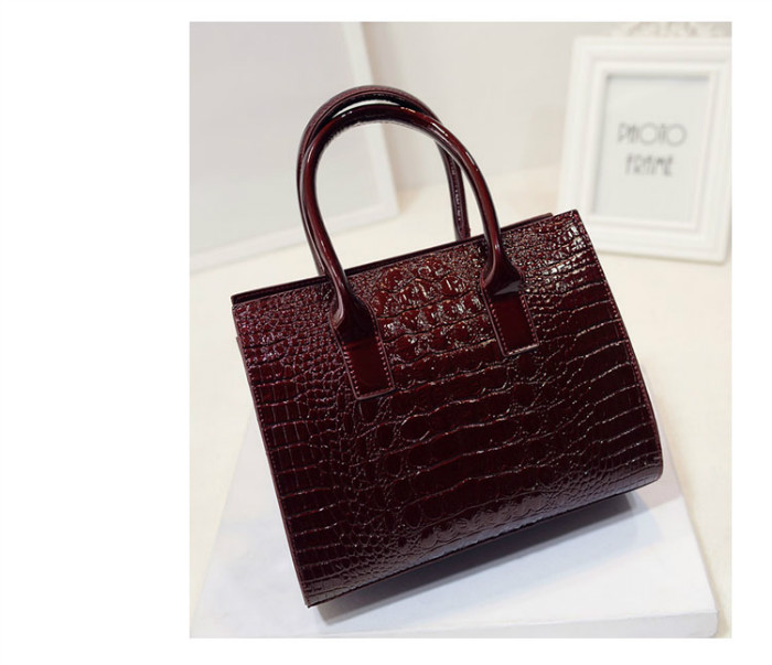 B440 IDR.186.000 MATERIAL PU SIZE L27XH22XW12CM WEIGHT 700GR COLOR WINE