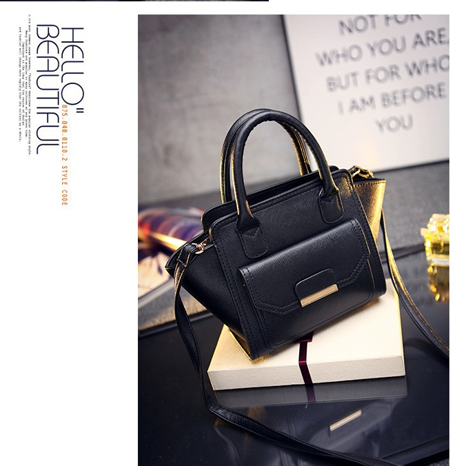 B469 IDR.169.000 MATERIAL PU SIZE L20XH20XW8CM WEIGHT 700GR COLOR BLACK