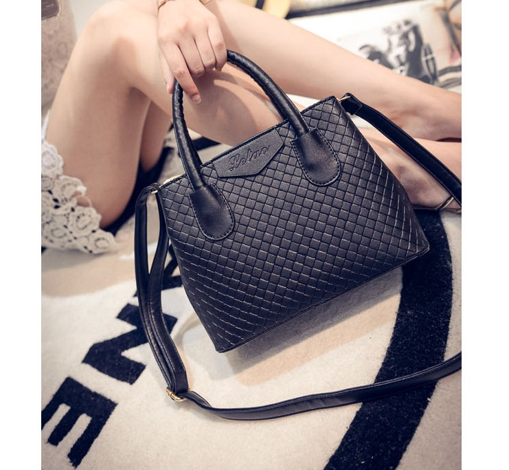 B474 IDR.175.000 MATERIAL PU SIZE L24XH18XW11CM WEIGHT 700GR COLOR BLACK