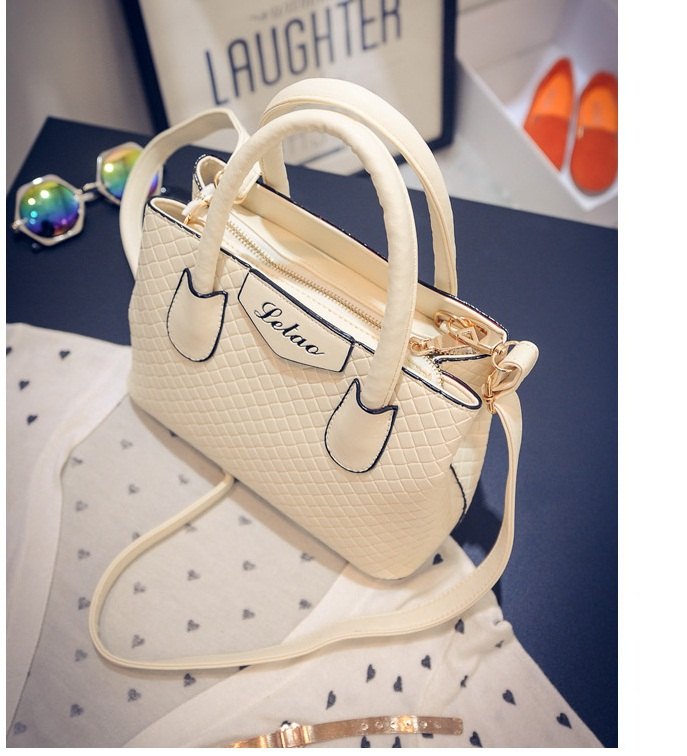 B474 IDR.195.000 MATERIAL PU SIZE L24XH18XW11CM WEIGHT 700GR COLOR BEIGE