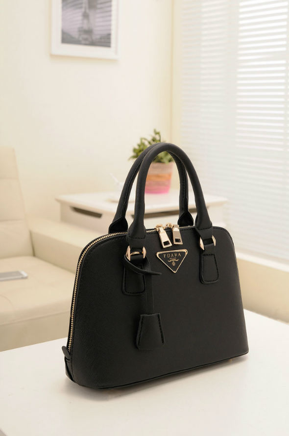 B478 IDR.192.000 MATERIAL PU SIZE L29XH20XW10CM WEIGHT 800GR COLOR BLACK