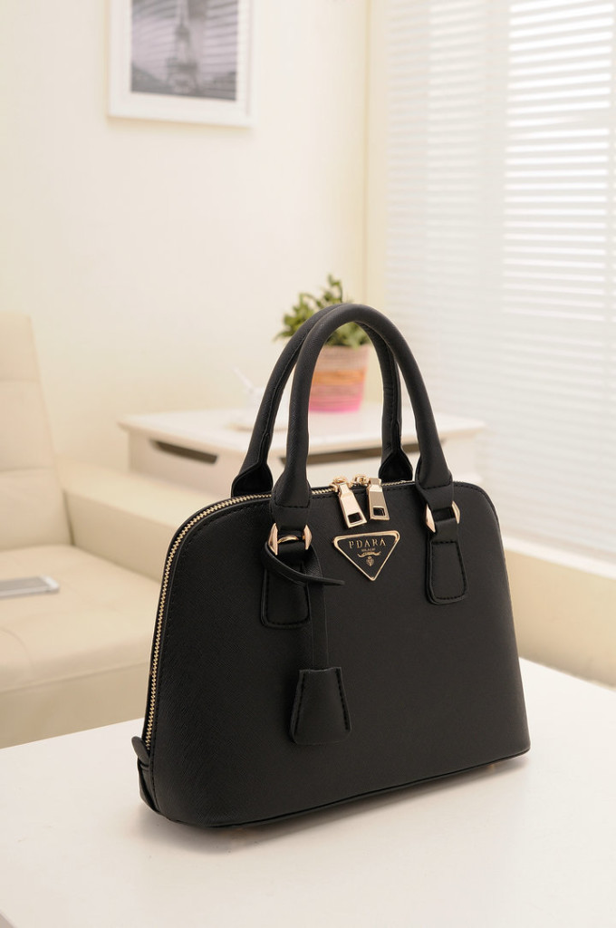 B478 IDR.193.000 MATERIAL PU SIZE L29XH20XW10CM WEIGHT 800GR COLOR BLACK