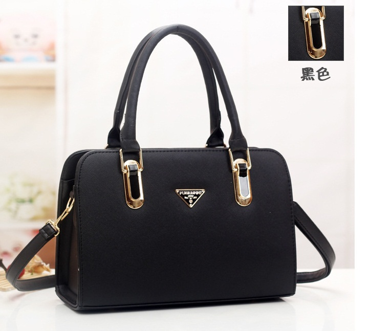 B487 IDR.205.000 MATERIAL PU SIZE L30XH20XW12CM WEIGHT 900GR COLOR BLACK
