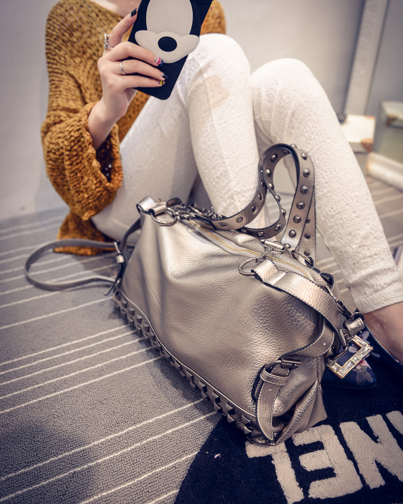 B496 IDR.205.000 MATERIAL PU SIZE L36XH20XW14CM WEIGHT 900GR COLOR SILVER