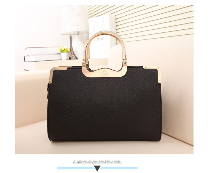 B504 IDR.205.000 MATERIAL PU SIZE L33XH23XW9CM WEIGHT 750GR COLOR BLACK.jpg