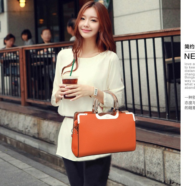 B504 IDR.205.000 MATERIAL PU SIZE L33XH23XW9CM WEIGHT 750GR COLOR ORANGE.jpg
