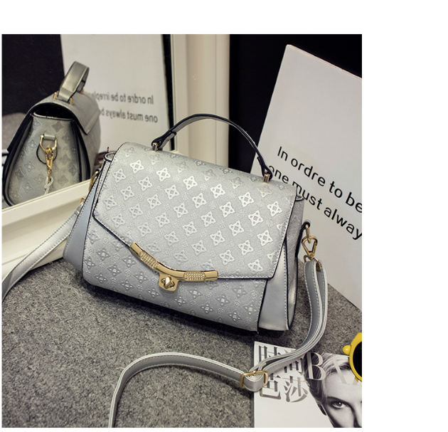 B509 IDR.216.000 MATERIAL PU SIZE L23XH18XW12CM WEIGHT 900GR COLOR SILVER