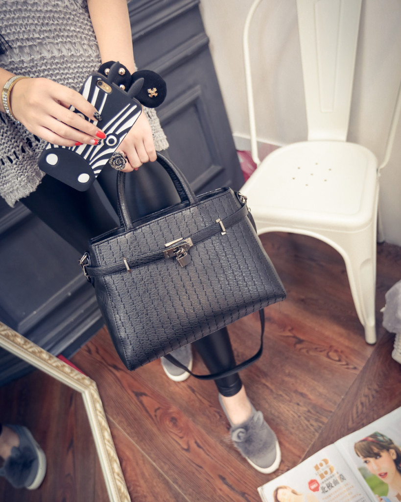 B554 IDR.198.000 MATERIAL PU SIZE L31XH23XW14CM WEIGHT 800GR COLOR BLACK