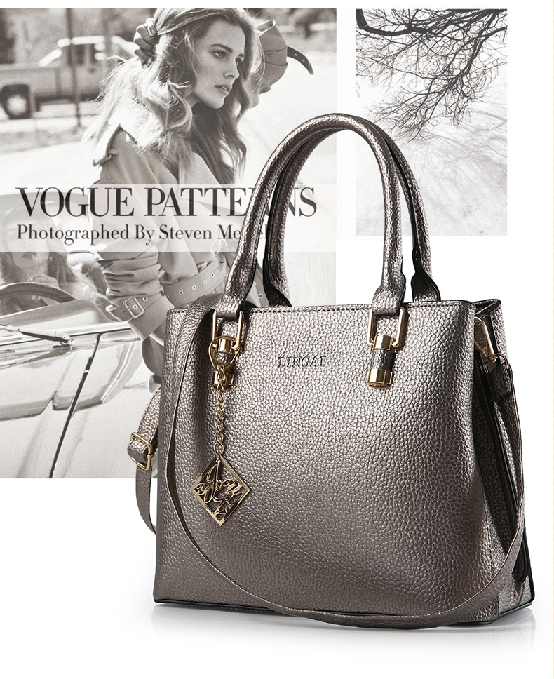 B569 IDR.210.000 MATERIAL PU SIZE L29XH23XW12CM WEIGHT 800GR COLOR SILVER.jpg