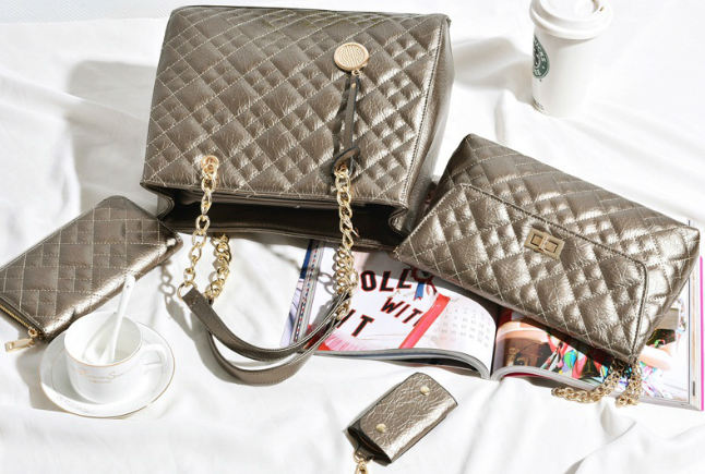 B613-(4in1) IDR.250.000 MATERIAL PU SIZE L32XH26XW14CM WEIGHT 1300GR COLOR GOLD