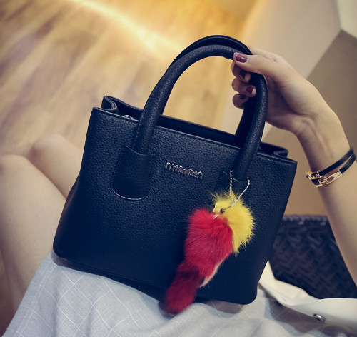 B6233 IDR.165.000 MATERIAL PU SIZE L25XH18XW12CM WEIGHT 650GR COLOR BLACK