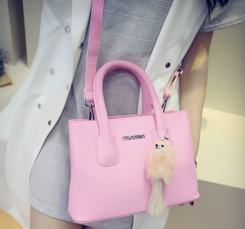 B6233 IDR.165.000 MATERIAL PU SIZE L25XH18XW12CM WEIGHT 650GR COLOR PINK